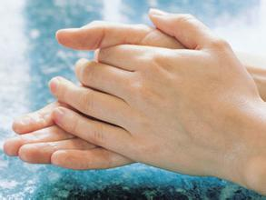 重庆皮肤病专家解答甲沟炎的危害表现